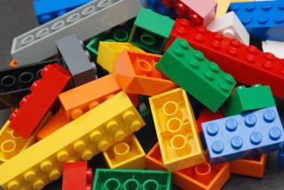 Haufen mit Legosteinen